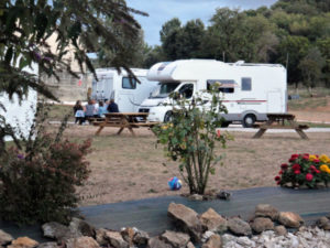 gîte à la ferme et air de stationnement camping car 24h